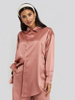 Tunikor - NA-KD Party Longline Satin Shirt rosa