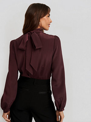 NA-KD Classic Structured Tie Back Blouse röd