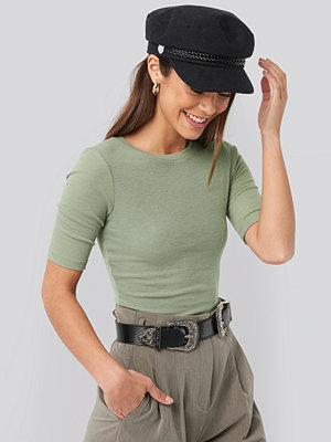 NA-KD Basic Round Neck Ribbed Top grön