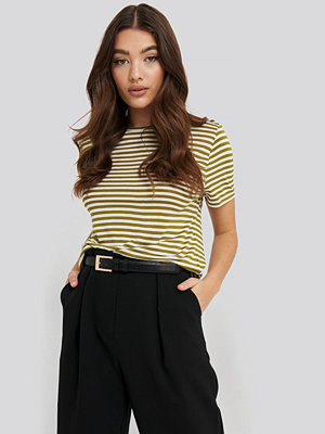 NA-KD Basic Striped Viscose Tee grön