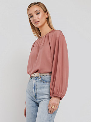 NA-KD Round Neck Peasant Blouse rosa