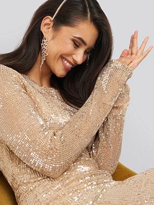 Festklänningar - NA-KD Party Sequin Round Neck Mini Dress guld