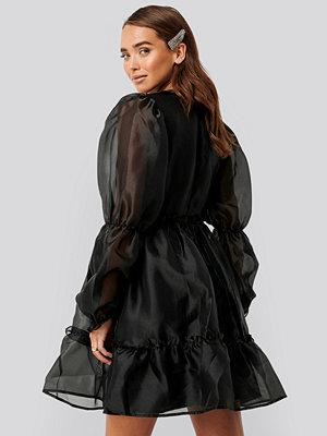 NA-KD Party Organza Puff Sleeve Dress svart