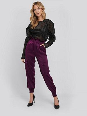 NA-KD Trend omönstrade byxor Shirred Hem Cargo Pants lila