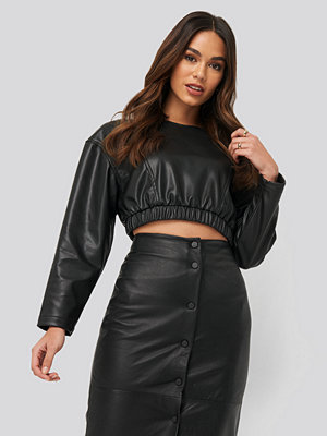 NA-KD Party Faux Leather Crop Top svart