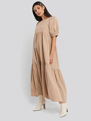 NA-KD Boho Puff Sleeve Pleated Tiered Midi Dress beige