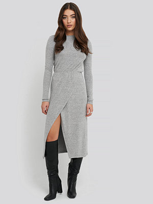 NA-KD Light Knitted Melange Dress grå