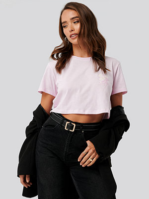 NA-KD Flower Cropped Tee rosa