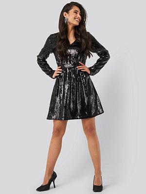NA-KD Party Heavy Long Sleeve Sequin Dress svart