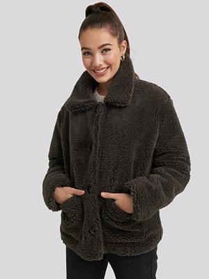 NA-KD Button Teddy Jacket brun