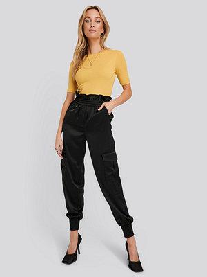 NA-KD Trend svarta byxor Shirred Hem Cargo Pants svart