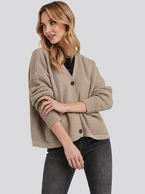 Cardigans - NA-KD Button Up Boxy Cropped Cardigan beige