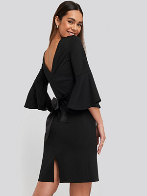 NA-KD Belted Flute Sleeve Bodycon Dress svart