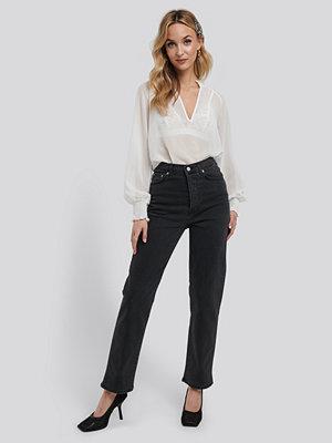 NA-KD Straight High Waist Jeans grå