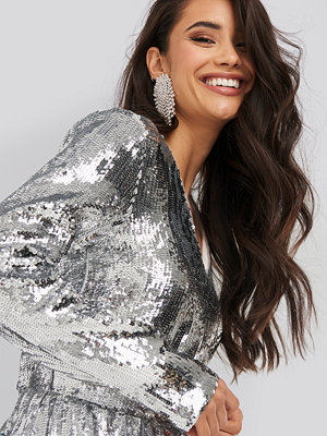 NA-KD Party Heavy Long Sleeve Sequin Dress silver