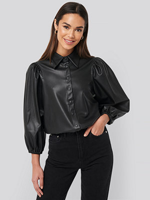 NA-KD Trend Faux Leather Puff Sleeve Shirt svart