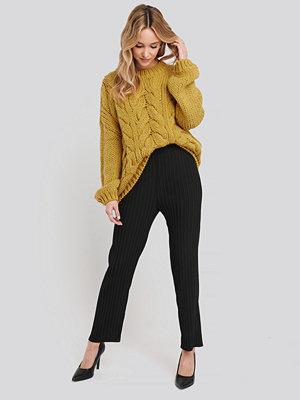 NA-KD Trend svarta byxor Elastic Waist Pleated Pants svart