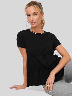 NA-KD Gathered Hem Round Neck T-shirt svart