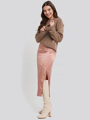 NA-KD Split Seam Satin Midi Skirt rosa