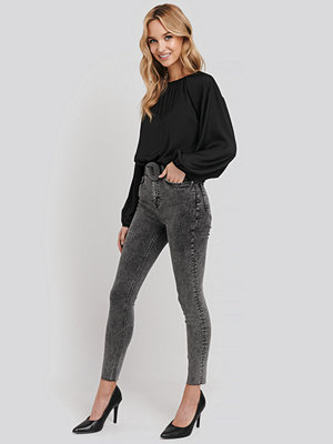 NA-KD High Waist Raw Hem Skinny Jeans svart grå