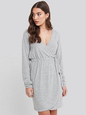 Cardigans - NA-KD Overlap Light Knitted Dress grå