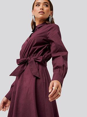 NA-KD Trend Tied Waist Shirt Dress röd