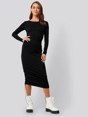 NA-KD Side Tie Ruched Long Sleeve Dress svart