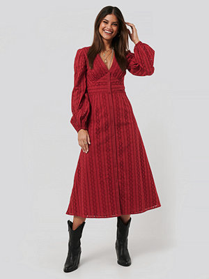 NA-KD Boho Balloon Sleeve Anglaise Midi Dress röd