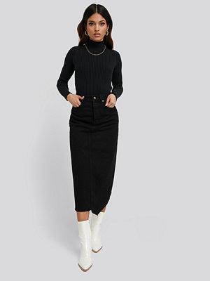 NA-KD Trend Asymmetric Hem Denim Skirt svart