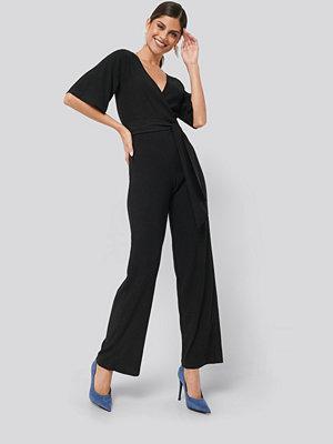 NA-KD Wrap Front Jersey Jumpsuit svart