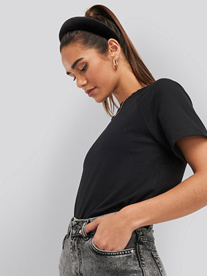 NA-KD Trend Detail Short Sleeve Top svart