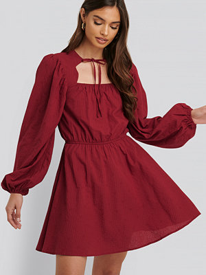 NA-KD Boho Scalloped Neckline Mini Dress röd