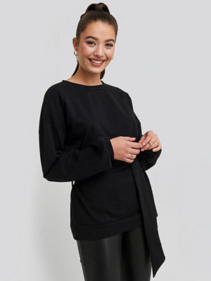 NA-KD Yoke Fitted Sweater svart