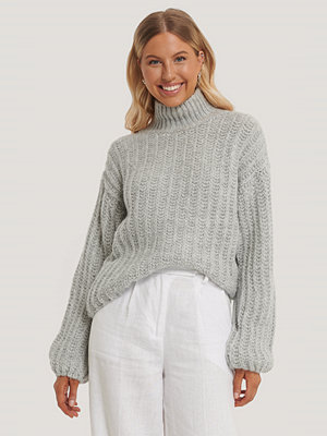 NA-KD High Neck Heavy Knitted Sweater grå