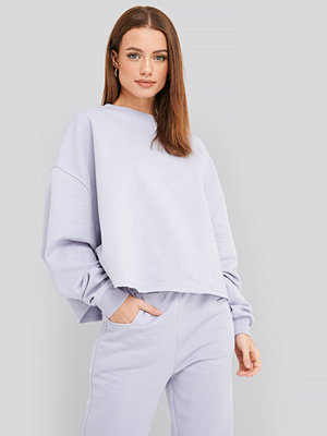 NA-KD Raw Hem Cropped Sweatshirt lila