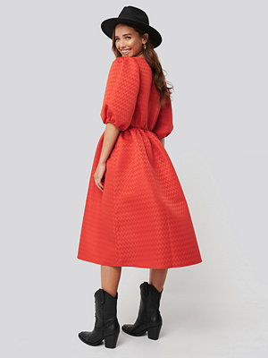 NA-KD Boho Structured Puff Dress röd