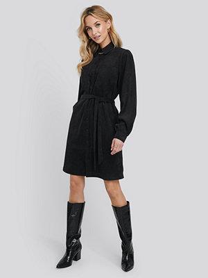 NA-KD Trend Corduroy Tied Waist Shirt Dress svart