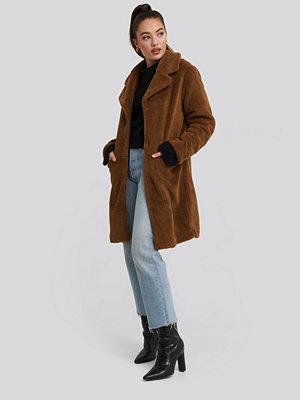 NA-KD Teddy Midi Coat brun