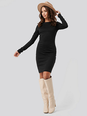 NA-KD Boat Neck Bodycon Dress svart