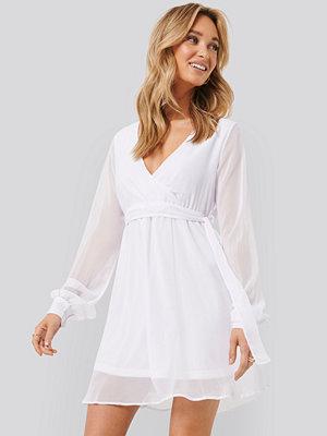 NA-KD Chiffon Wrap Mini Dress vit