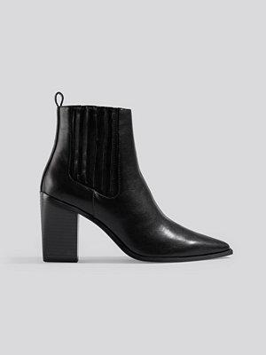 NA-KD Shoes Pointy Block Heel Boots svart