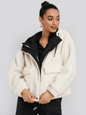 NA-KD Trend Shearling Hooded Jacket vit