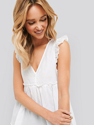 NA-KD Boho Ruffle Sleeveless Top vit