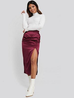 NA-KD Side Split Draped Skirt röd