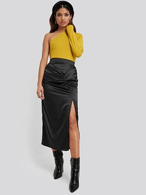 NA-KD Side Split Draped Skirt svart