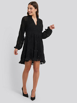NA-KD Boho Sequin Detail Flowy Dress svart