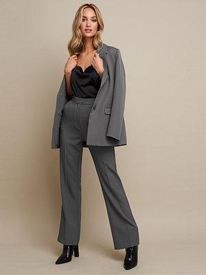 Linn Ahlborg x NA-KD High Waist Flared Leg Suit Pants grå byxor