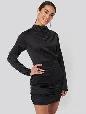 NA-KD Party Draped Satin Mini Dress svart