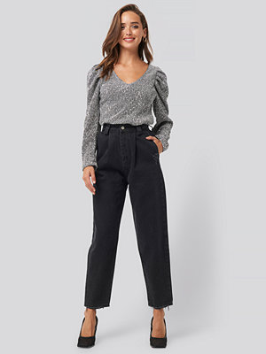 Trendyol Ripped Detail High Waist Mom Jeans svart