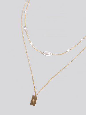 Erica Kvam x NA-KD smycke Double Chain Pearl Detail Necklace guld